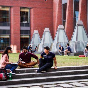 Campus_Huntsman_Hall_Students_2016_014